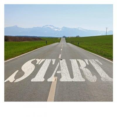 plannen uitvoeren begint met zelf positief en productief worden en blijven. Foto van weg met daarop start geschreven
