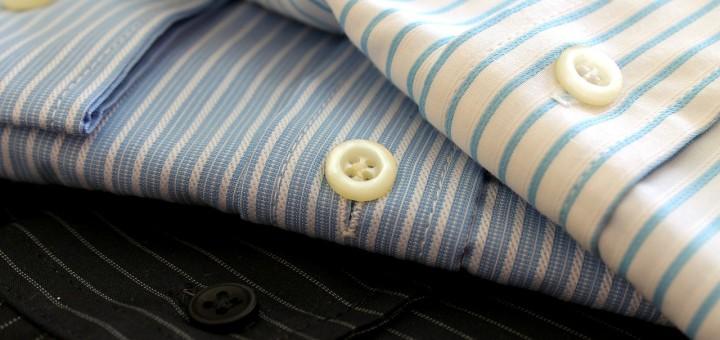 foto van overhemden als illustratie bij de blog over te weinig kastruimte, opbergruimte voor al je spullen